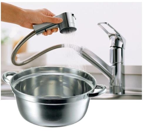 ハンドシャワー型水栓は大きな鍋などを動かさずに洗える